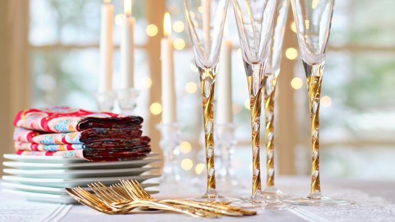 En Navidad no hay nada más atractivo que una mesa bien puesta, que seduzca, que invite a todos los comensales a sentarse para degustar todos los alimentos que se han preparado.
