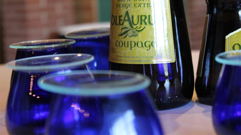 Tanto el vino, como el aceite de oliva virgen extra son productos muy mediterráneos: forman parte de manera casi indispensable de su dieta y su paisaje.